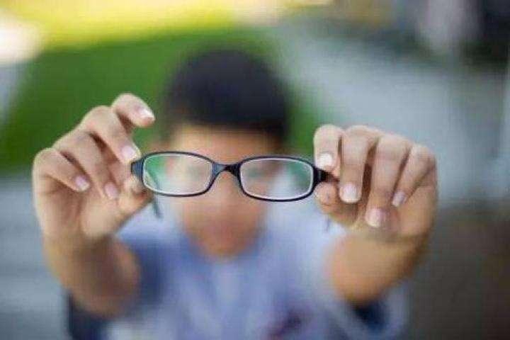 """预防眼睛""""未老先衰""""的保养术"""